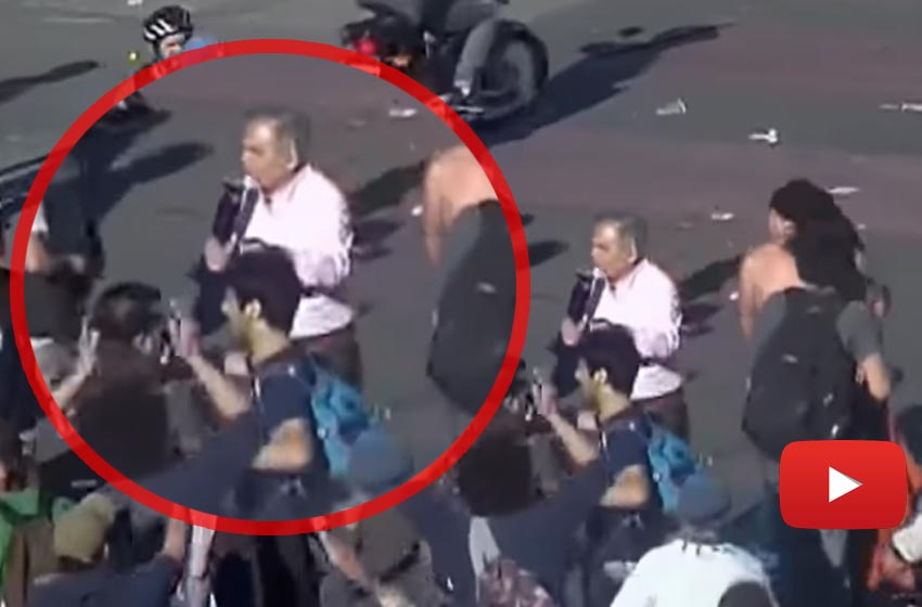 Ahora los manifestantes atacaron al periodista Julio Bazán