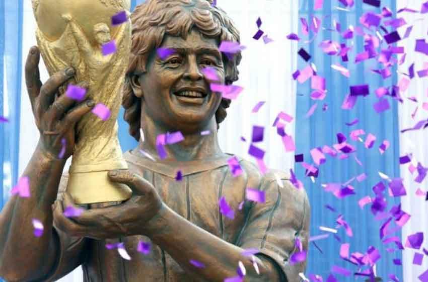 Maradona visita India y lo sorprenden con una estatua
