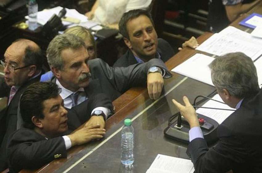 El Gobierno va a la Justicia y denuncia a once diputados opositores
