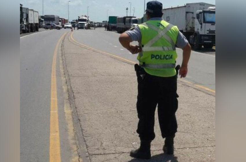 Rutas complicadas y con cortes por reclamos de camioneros
