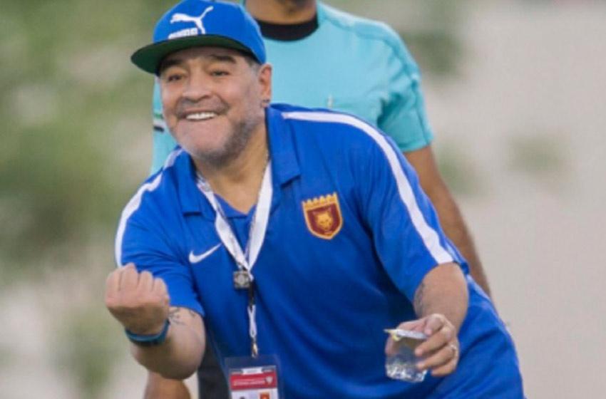 Al Fujairah anuncia que Diego Maradona seguirá como DT